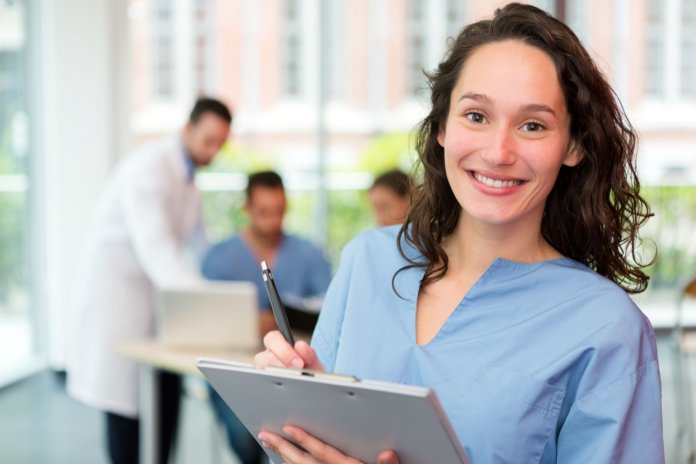 7 Tips For Becoming a Nursing Assistant