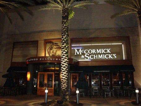 McCormick and Schmick's restaurants open on Christmas
