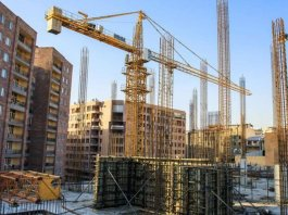 Why do contractors need estimating services for their construction projects